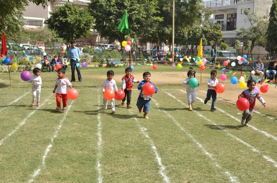 sports day essay for kids Most schools arrange for 'annual sports' once every year this event usually occurs during winter season the sports teacher helps and encourages students to participate in the 'annual sports day' function of the school.